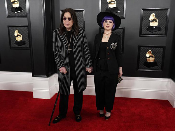 Ozzy Osbourne attends 2020 Grammys red carpet with a cane following Parkinson's diagnosis
