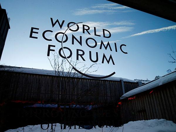 Hafeez shares Pakistan's economic rebound at WEF