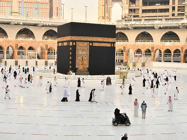 Video: Saudi man rams car into Makkah's Grand Mosque, arrested