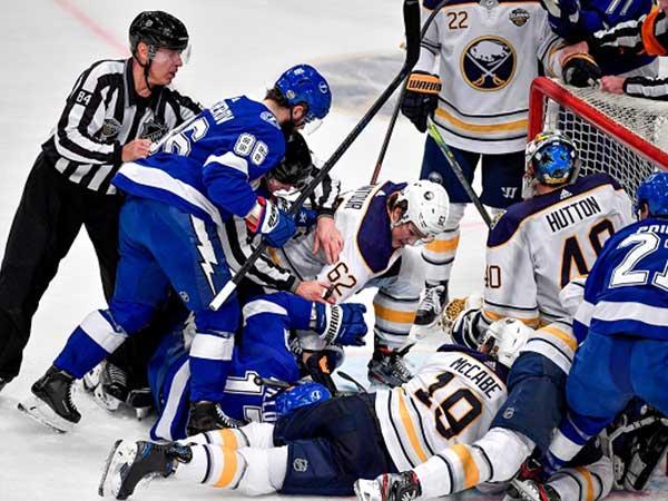 Matthews finally breaks ice for Maple Leafs in shutout win over Blue Jackets