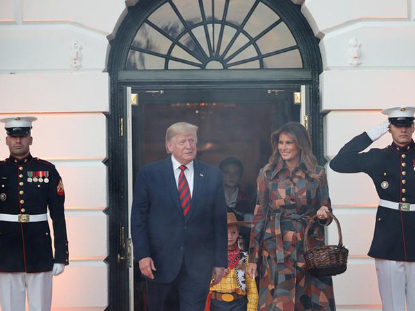 Donald Trump and Melania Trump register to vote in Florida