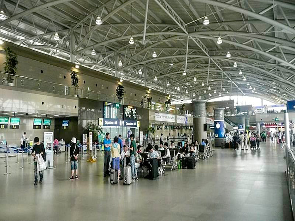 Foreign visitors to S. Korea slump 98 pct on-year in June: tally
