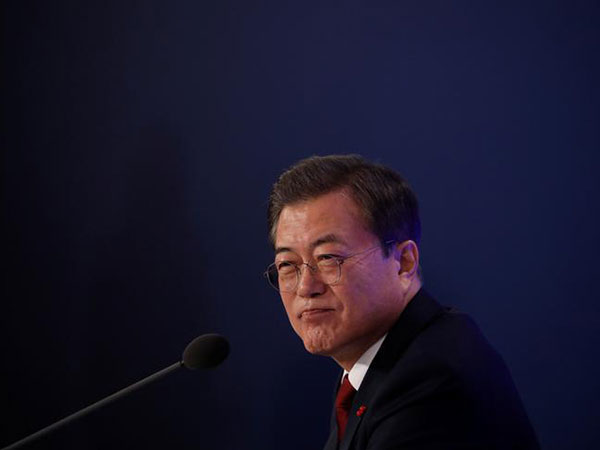 Moon vows pan-governmental effort against deadly virus from China