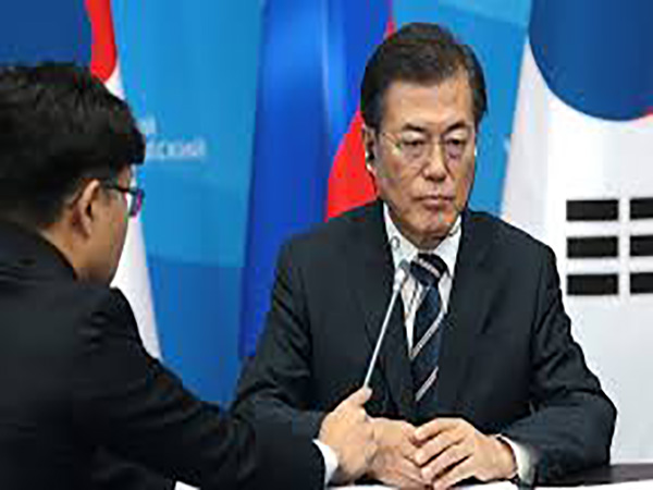 Moon urges use of full fiscal capability against 'wartime-like' economic crisis