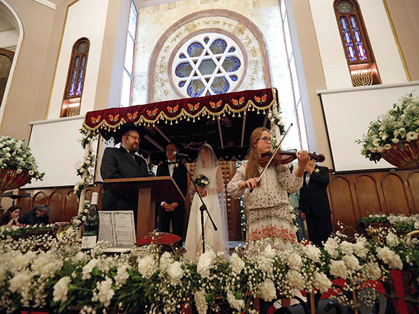Secret plans helped Brooklyn synagogue pull off massive, maskless wedding