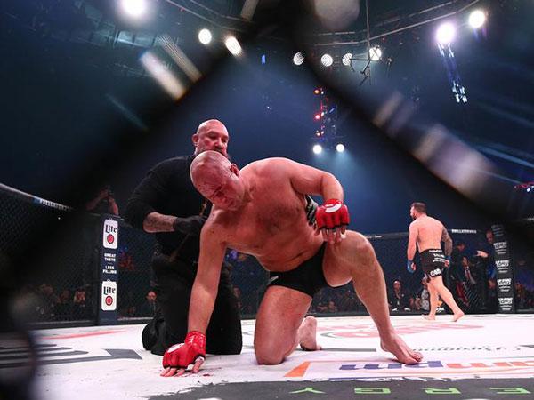 Russia's MMA legend Emelianenko defeats US Quinton Jackson in Bellator competition