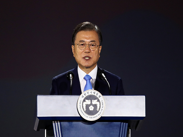 S.Korean president's approval rating falls to 44.2 pct: poll