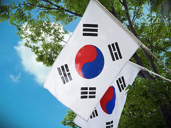 S.Korea's household lending rate hits record low in May