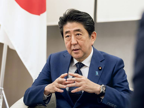 Abe arrives in France for G7 summit