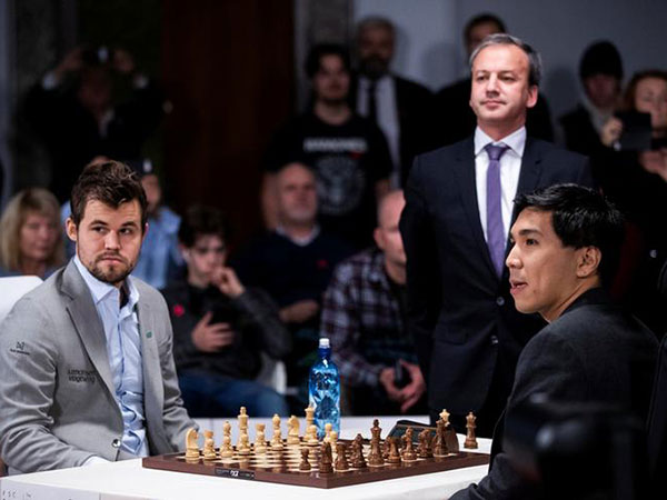 Magnus Carlsen wins FIDE World Rapid Championship in Moscow