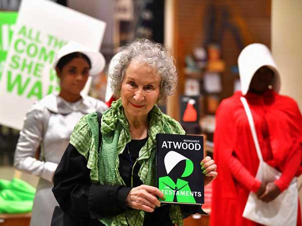 Handmaid's Tale fans queue up as Margaret Atwood debuts sequel The Testaments