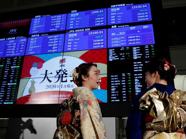 Tokyo stocks advance in choppy morning trade on buybacks