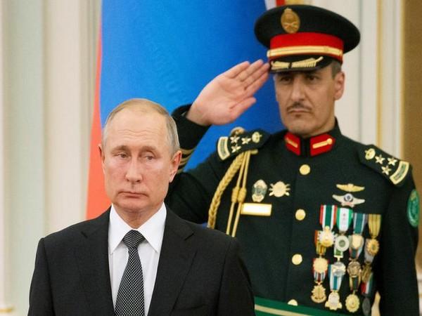 Putin admits he doesn't read Trump's Twitter