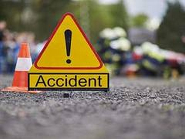 Four killed, 20 injured in bus-tipper collision in Hungama