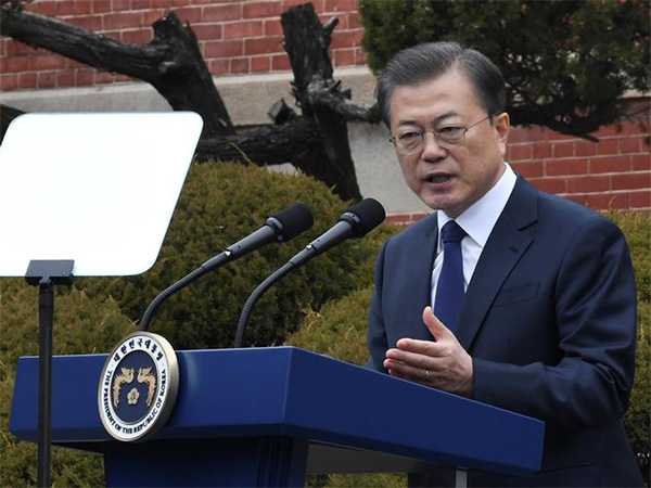 Moon's approval rating hits 14-month high at 52.5 pct over virus response