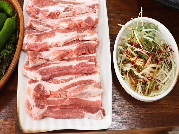 China's pork prices edge up