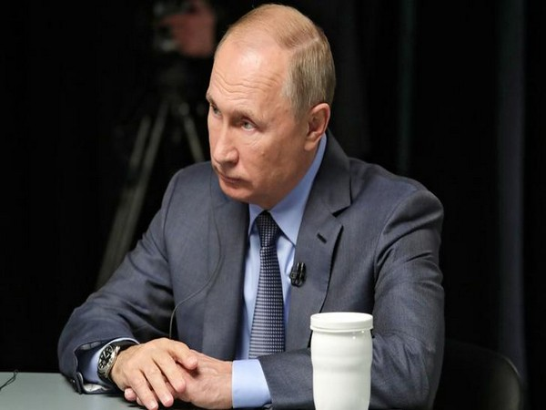 Russia continues to develop advanced weapons - Putin