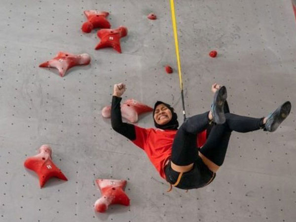 Aries takes gold, breaks women's speed climbing world record