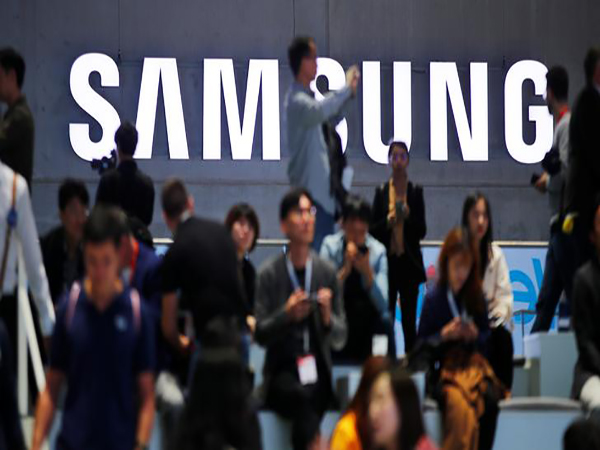 Samsung Electronics Q3 net more than halves on weak chip prices