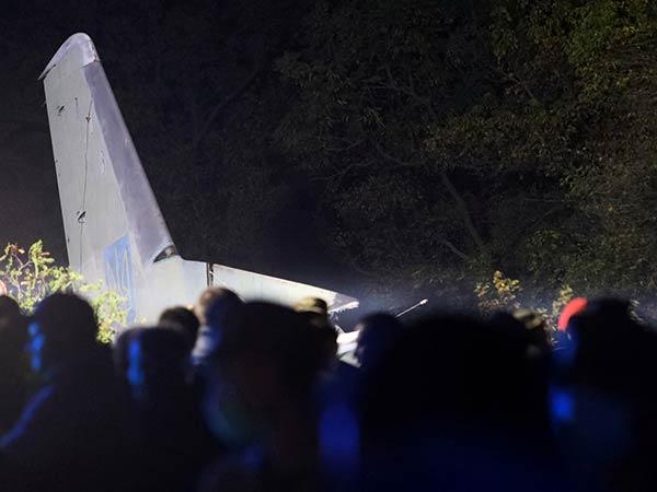 25 people killed in military plane crash in Ukraine
