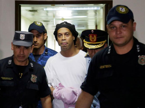 Ex-teammates send 40th birthday wishes to jail-bound Ronaldinho