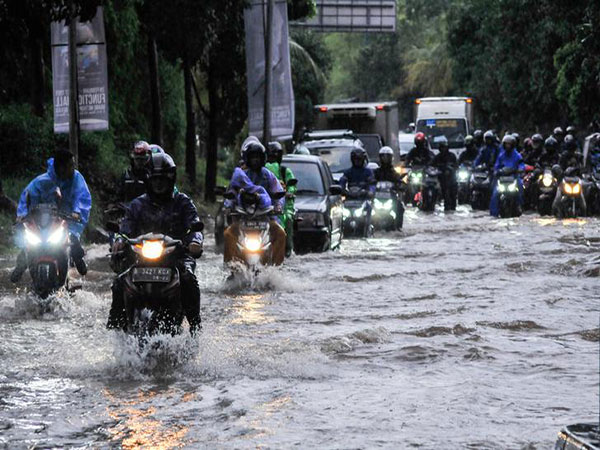 Floods in Indonesia's capital kill one after extreme rainfalls