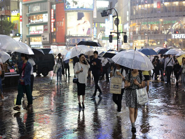 Torrential rain moves into central and eastern Japan
