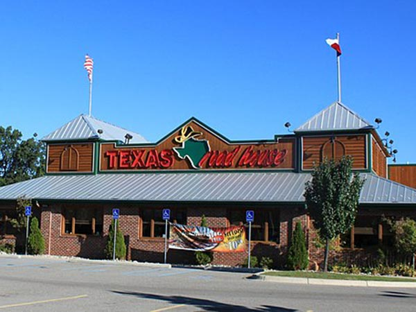 Texas restaurant pays server $2,000 tip after customer allegedly left fraudulent payment