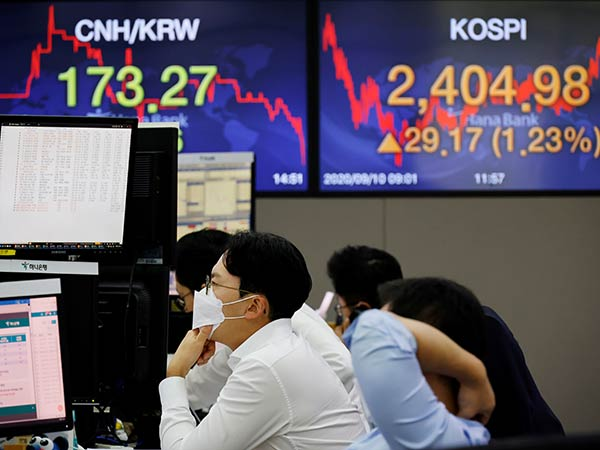 Seoul stocks tumble to over 1-month low on withering global recovery hopes