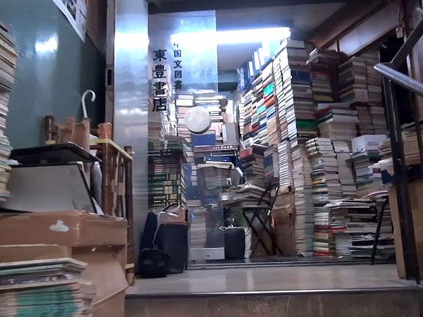 U.S. independent bookstores struggle to turn over new chapter in coronavirus era