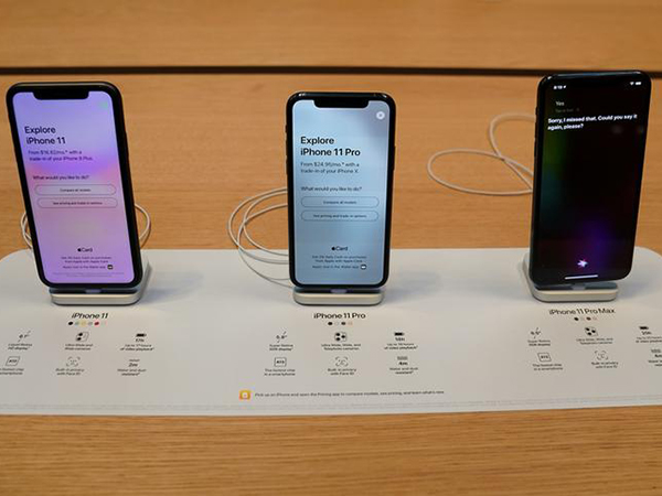Apple profit down for four straight quarters