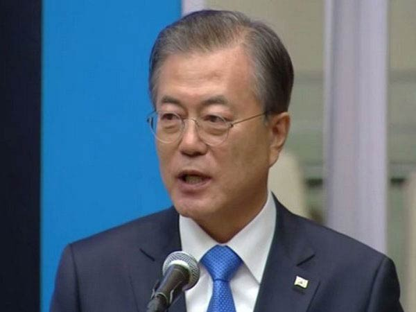 Moon calls for measures against pandemic-driven labor market inequality