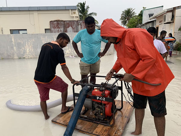 Heavy rain flood homes in Naifaru