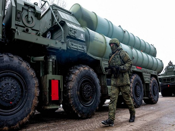 S-400, Pantsir anti-aircraft missile systems repel enemy air attack in Crimea drills