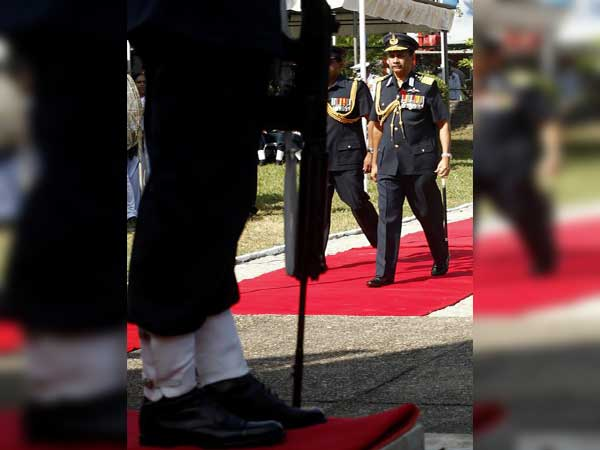 Former Air Force commander sworn in as Governor of Western Province