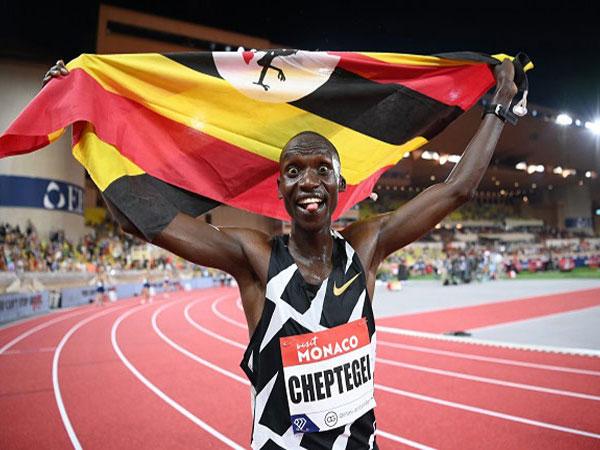Gidey and Cheptegei break long distance world records