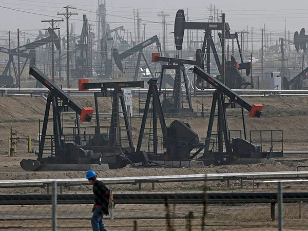 Share of US oil on the market being increased more via political methods, says Rosneft CEO