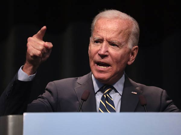 Biden rips 'ugly' Trump supporters honking horns at Minnesota rally