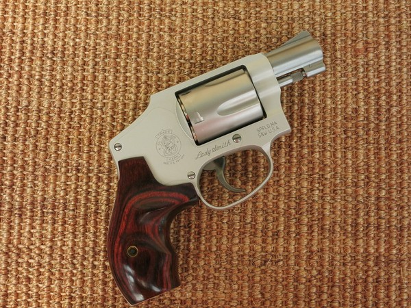 9_Smith__Wesson_pistol_july18.jpg