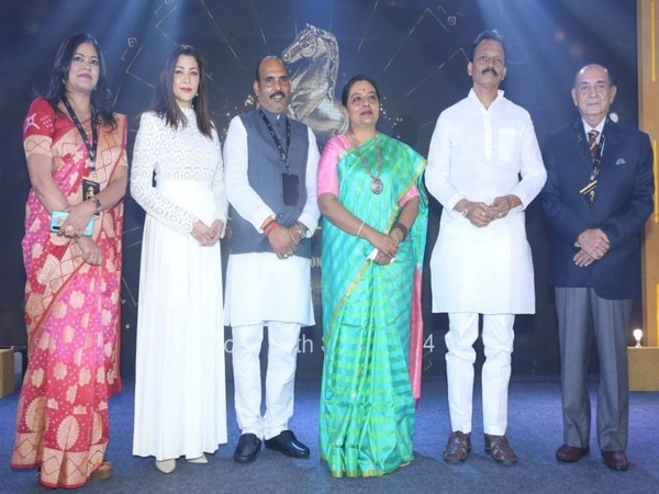 1st Edition of Aaj Ke Karamveer awards felicitates achievers from various fields; political leaders, Bollywood Stars and renowned sports persons graced the event