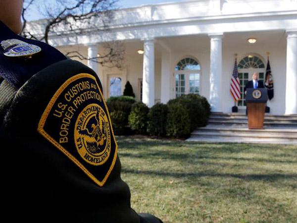 Man dies in Border Patrol custody
