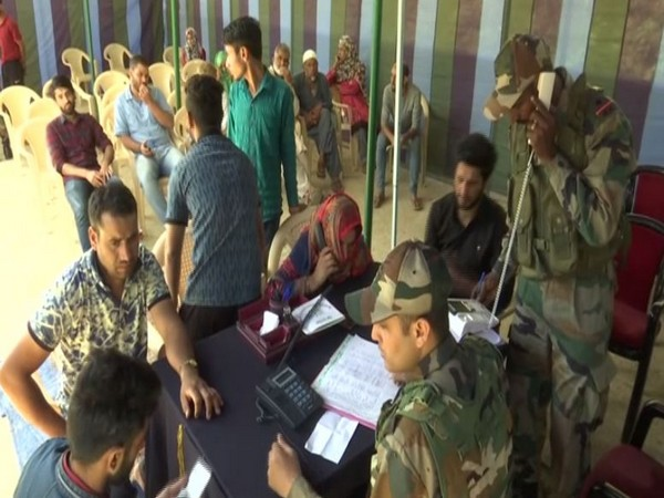 Army establishes communication centre for locals in Budgam. (Photo/ANI)