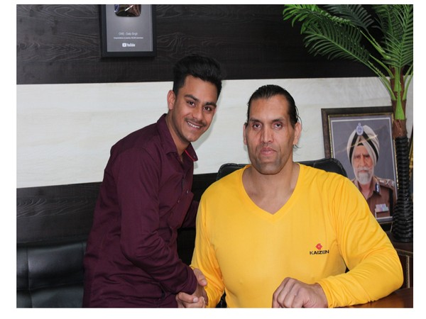 Small towner Sushil Tiwari Hindustani receives praises from big names for his social work