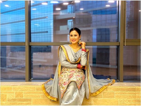Sarbjeet Kaur promotes her culture via teaching Giddha
