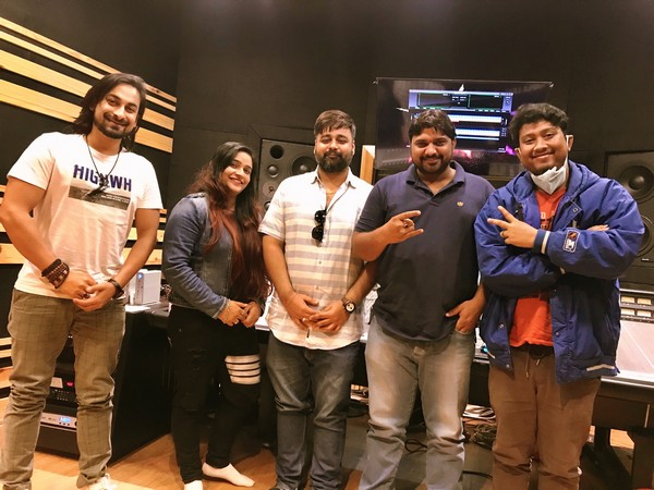 Kumar Deepak's new song 'Chutki Main' recording completed in Swati Sharma, Bishwajit Ghosh's voices