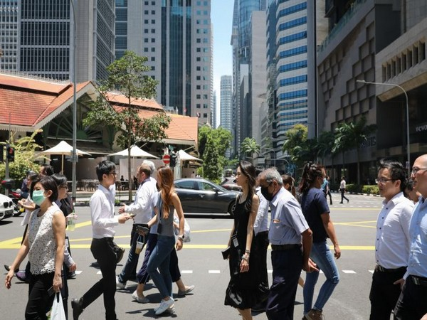 The wage subsidy applies to 1.9 million Singaporean and permanent resident employees (Photo: Straits Times)