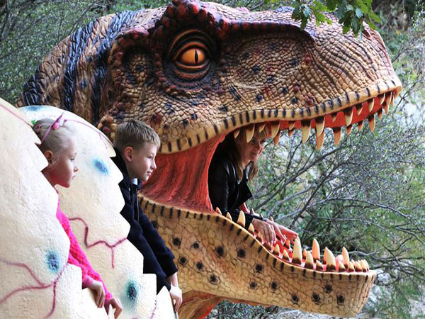 Whet your curiosity for prehistoric creatures at Dinosaur Park