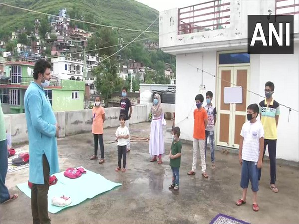 Community classes being conducted in Poonch amid the COVID-19 pandemic. (Photo/ANI)