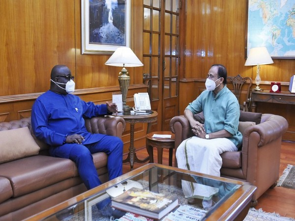Minister of State for External Affairs V Muraleedharan with Michael Oquaye, High Commissioner of Ghana. (Photo: Twitter/V Muraleedharan)