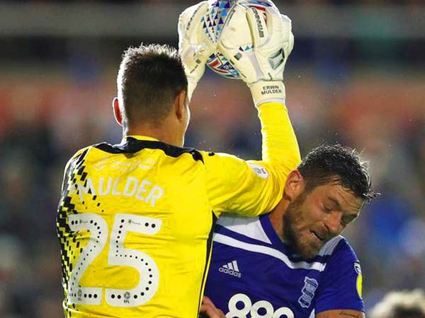 Swansea's on-form Erwin Mulder keeps out Birmingham for a draw